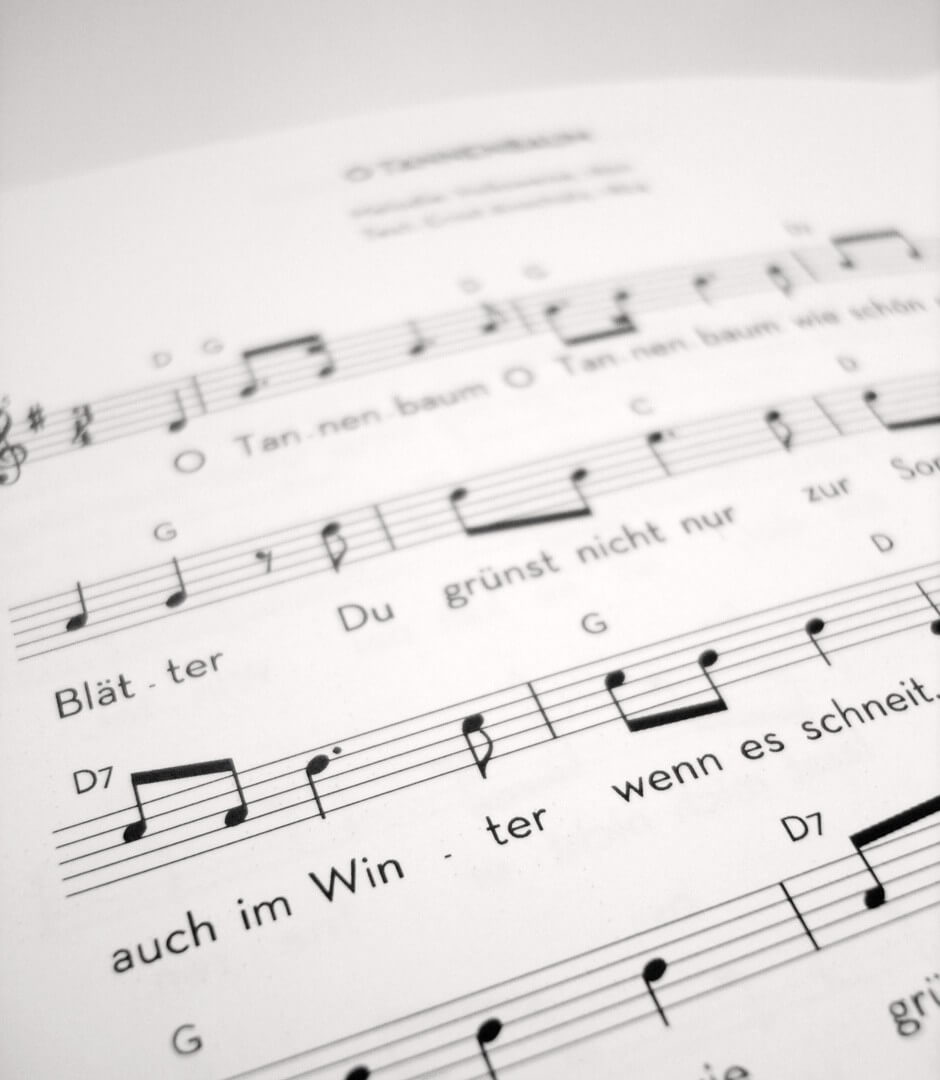Neben den Liedtexten enthalten die Büchlein Noten und Akkorde.