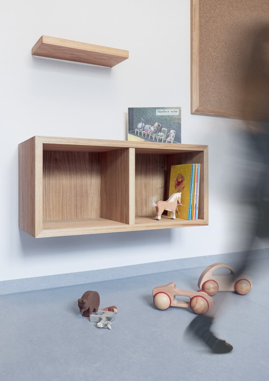 Wartezimmer Möbelgestaltung und Innenarchitektur für Praxis Dr. Neukirch