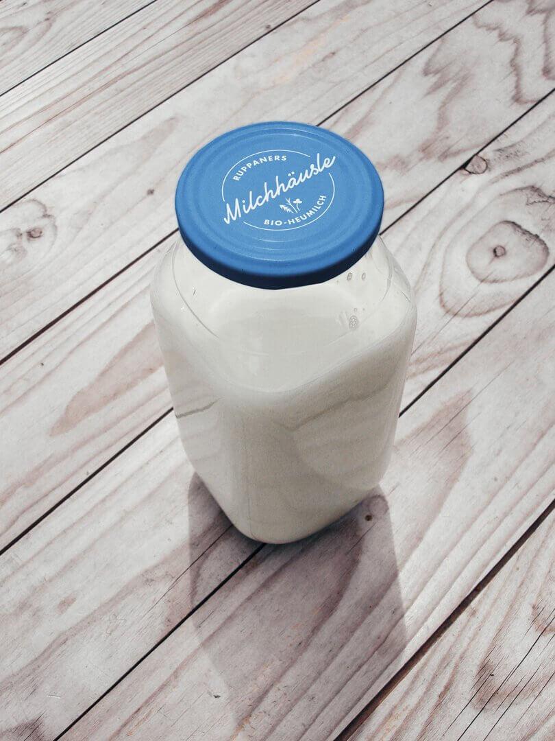Milchhäusle Beschriftung Verpackung Milchflasche