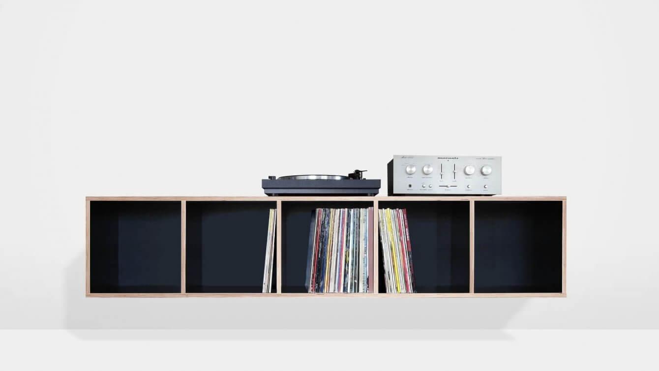 schwebendes Vinyl-Regal für Schallplatten und HiFi-Anlage