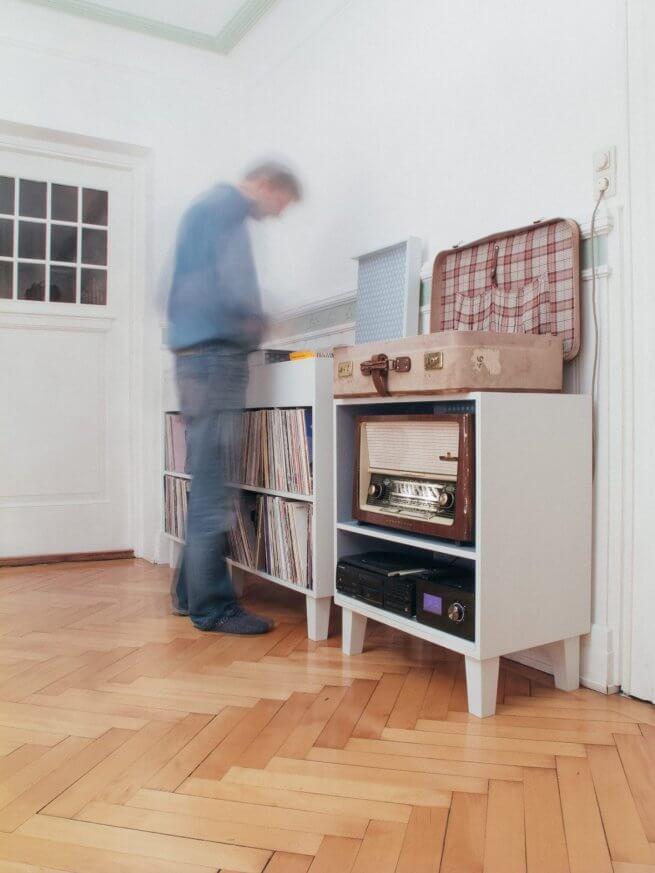 Zwei Musikkommoden für 1000 Langspielplatten und 400 Compact Discs.