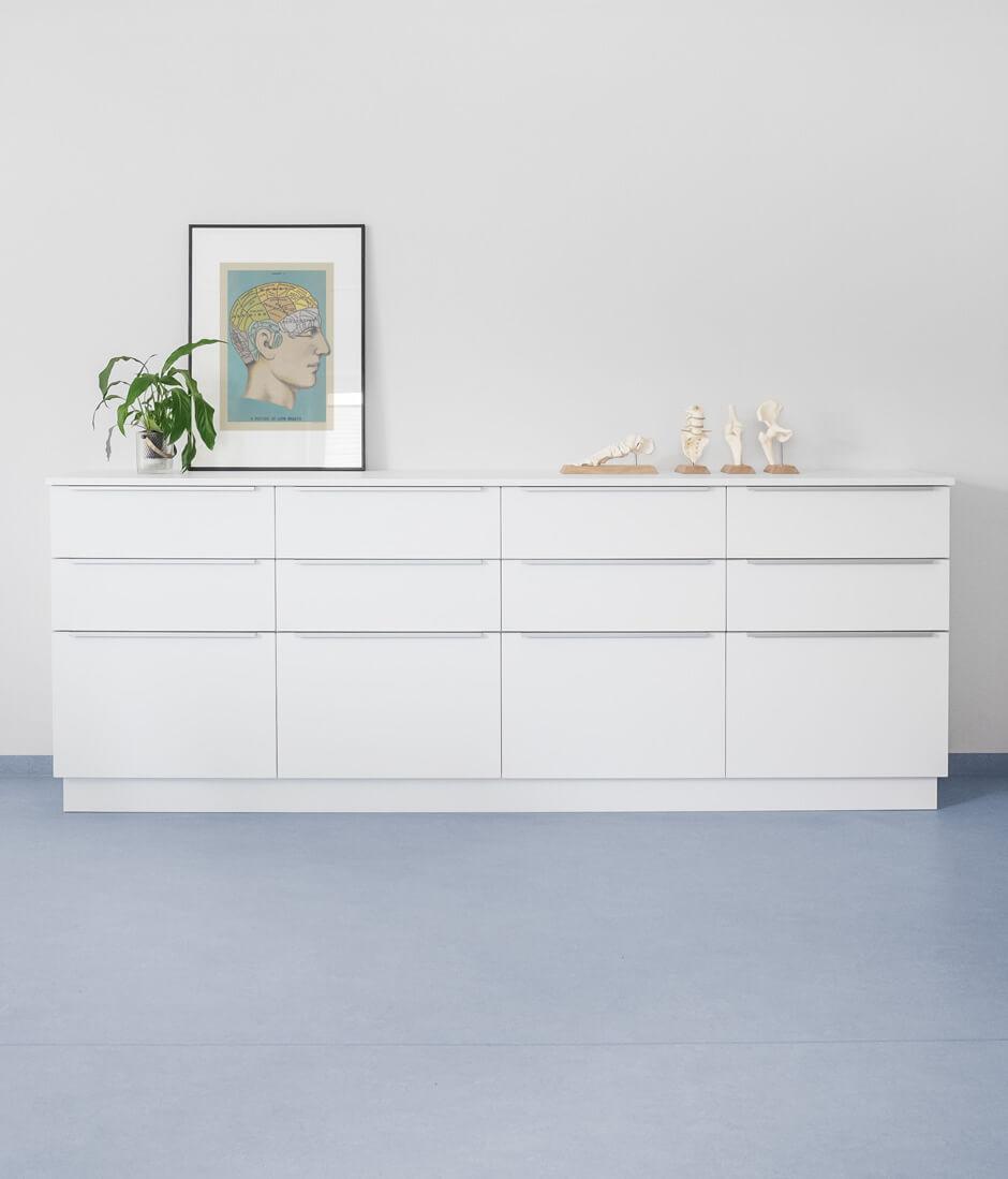 Möbelgestaltung und Innenarchitektur für Praxis Dr. Neukirch