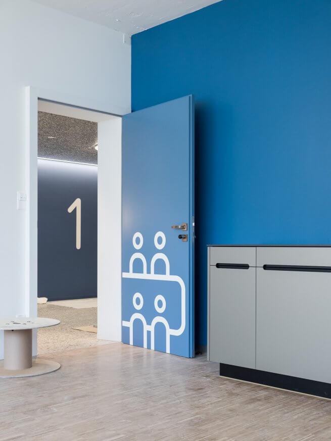 qubus29 Stockwerkbeschriftung, Türbeschriftung und Küchenfront
