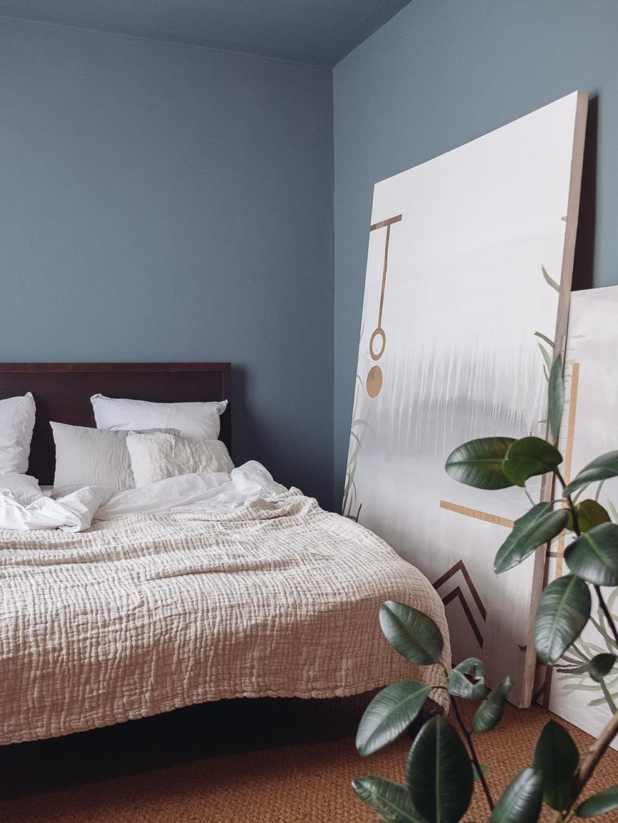 Doppelbett UDO aus Massivholz im klarem Design